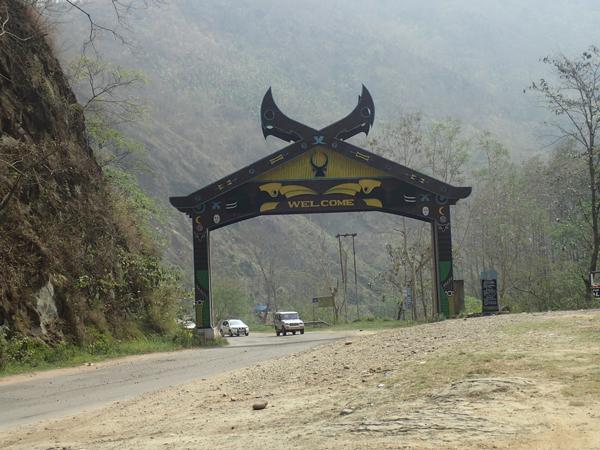 県境のゲート