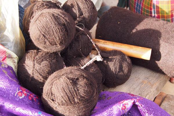手紡ぎのウール糸